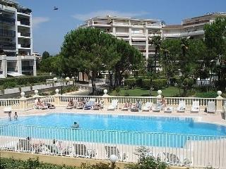 Nice Condo with Internet Access and Dishwasher - Cagnes-sur-Mer vacation rentals
