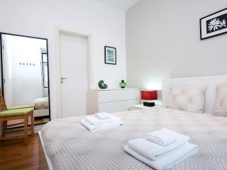 Lovely Apartment in Graça With Private Patio - Lisbon vacation rentals