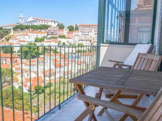 Castelo Top Floor Apartment - Lisbon vacation rentals