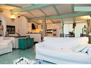 Bellissima Villa Vista Mare posizione panoramica - Monte Petrosu vacation rentals