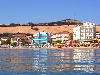 Le Palme 2 Agenzia Pineto Vacanza - Pineto vacation rentals