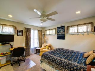 Studio apt with kitchenette in central location - Richmond vacation rentals