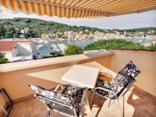 Small for 3 with a sea view! - Prvic Luka vacation rentals