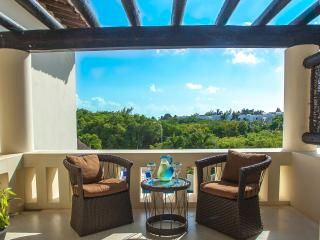 Great open concept, steps from Coco Beach - Playa del Carmen vacation rentals