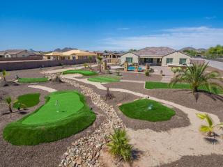 Spa Retreat with 2 golf holes in yard heated pool/ - Peoria vacation rentals