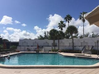 Cozy Apartment with A/C and Satellite Or Cable TV - Hallandale vacation rentals
