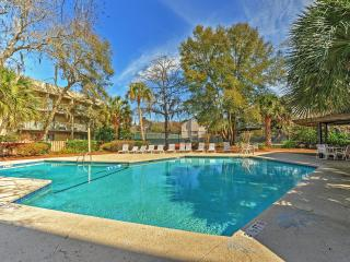 Ocean Walk Villas! Recently Remodeled 2BR Hilton Head Condo Near the Ocean - Access to Indoor/Outdoor Pool, Hot Tub & Tennis Courts! Can Be Split Into 2 Suites! - Hilton Head vacation rentals