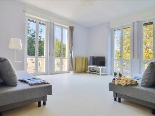 Cozy 2 bedroom Milan Condo with Television - Milan vacation rentals
