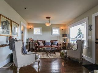 Dog-friendly vintage home w/private deck &  backyard - walk to Lake Union! - Seattle vacation rentals