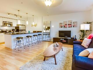 Dog-friendly, waterfront, Green Lake condo - Retro chic! - Seattle vacation rentals