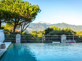 Beautiful 7 bedroom Villa in Marina dei Ronchi - Marina dei Ronchi vacation rentals