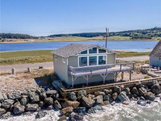 """Sunset Beach Haven - """"Its Like Living On A Boat"""" - Oak Harbor vacation rentals"""