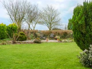FOXHILL STABLE, detached barn conversion, lawned garden, parking, lots of countryside walks, Great Torrington, Ref 931622 - Great Torrington vacation rentals
