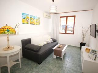 ROZANDA F. - Zarok(2619-6630) - Stara Baska vacation rentals