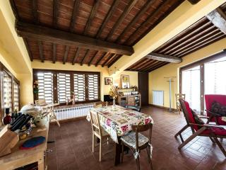 Hilltop Escape for Families & Double-Date Couples - San Gimignano vacation rentals