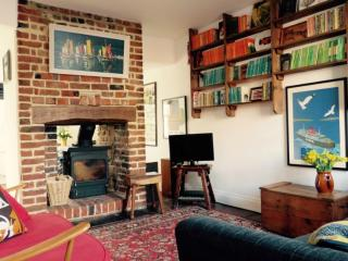 Pretty 2 bed cottage, minutes from beach & shops - Deal vacation rentals