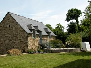 Country cottage apartment (15k South of Dinan) - Plouasne vacation rentals