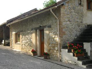 Lovely 2 bedroom Caussade Gite with Internet Access - Caussade vacation rentals