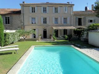 St-Rémy-de-Provence, Mansion 10p. eated privat pool, 500m from town center - Saint-Remy-de-Provence vacation rentals