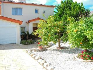 3 bedroom detached villa with private pool & spa hot tub - Geroskipou vacation rentals