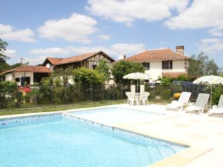Comfortable 4 bedroom Gite in Lagarde-Hachan with Internet Access - Lagarde-Hachan vacation rentals