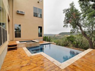 A San Antonio getaway on top of the hill - San Antonio vacation rentals