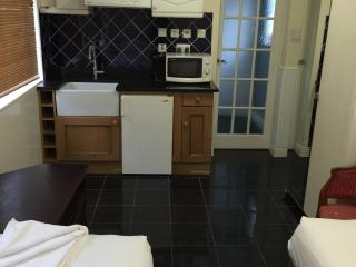 TWIN BED STUDIO IN CENTRAL LONDON  (KINGS-CROSS) - London vacation rentals