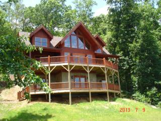 Log Home, Panoramic View. Hot Tub, Fire Pit, WiFI - Lake Lure vacation rentals