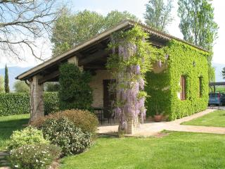 Cottage indipendente di fronte alla piscina - Spello vacation rentals