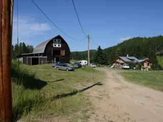 Beautiful Farmhouse Barn in Deadwood with Television, sleeps 9 - Deadwood vacation rentals