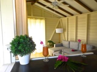 """Laur ki dé"" F1 style small chalet pool view - Trois-Ilets vacation rentals"