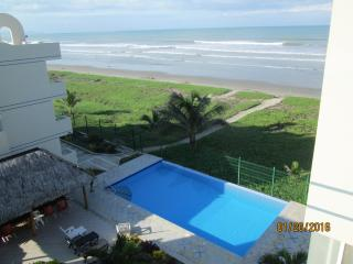 Beachfront at Playa Azul, Pool, Canoa, Ecuador, $50/nite weekly& $30/nite mnthly - Canoa vacation rentals