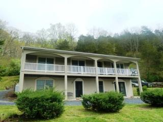 Charming 1 bedroom Rileyville House with Porch - Rileyville vacation rentals