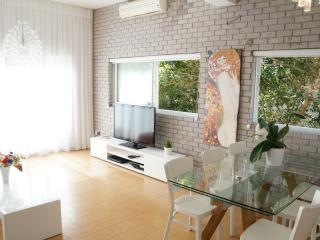Luxory sea view apt! 2 min walking to the beach!!! - Tel Aviv vacation rentals