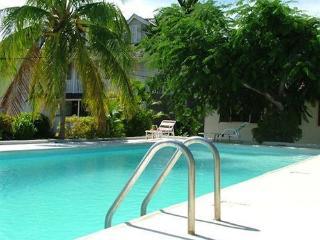 3 bedroom villa near beach with kitchenett (Sunfl) - Runaway Bay vacation rentals