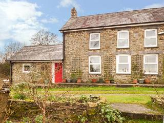 Y CWTCH, single-storey cottage with garden, country setting, walks, coast Llanybydder Ref 917978 - Llanybydder vacation rentals