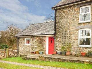 Y CWTCH, single-storey cottage with garden, country setting, walks, coast Llanybydder Ref 917978 - Llanybydder vacation rentals