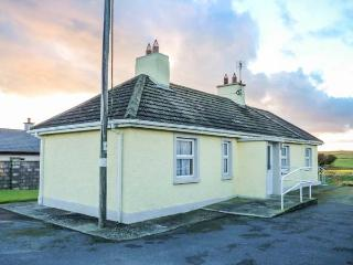 THE COTTAGE, detached, all ground floor, lawned gardens, open fire, nr Bunmahon, Ref 915454 - Bunmahon vacation rentals