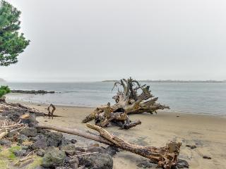 Gorgeous bayview home - walk to beach, shops, & restaurants! - Waldport vacation rentals