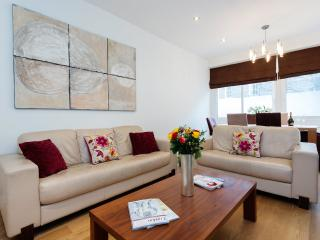 3 bed townhouse on Manchester Street in the heart of Marylebone - London vacation rentals