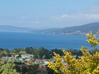 Charbella's on Norma - Spectacular Views of Hobart - Hobart vacation rentals