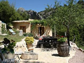 Nice House with Shared Outdoor Pool and Parking - Sella vacation rentals