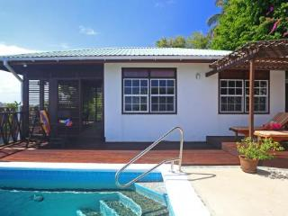 Romantic and cosy one bedroom cottage located in the exclusive Cap Estate - Cap Estate vacation rentals