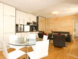 CENTRAL = Montorgueil : 5 Sleeps, 2 Bathrooms ! - Paris vacation rentals