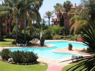 Almost on the beach!! wifi, pool, gardens, 2 beds - Nueva Andalucia vacation rentals