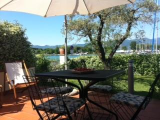 Nice Apartment with Housekeeping Included and Television - Bocca di Magra vacation rentals