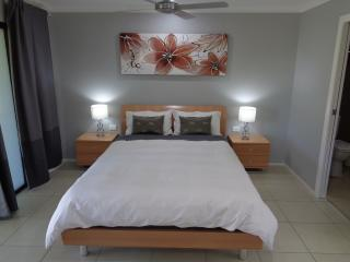 Stylish villa in Burleigh Waters - Burleigh Waters vacation rentals