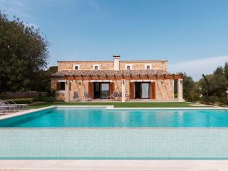 Perfect Villa in Ariany with A/C, sleeps 6 - Ariany vacation rentals