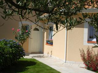 Lovely 2 bedroom Apartment in Idron with A/C - Idron vacation rentals