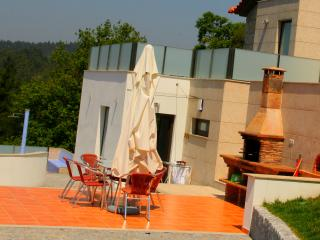 Bright House with A/C and Shared Outdoor Pool in Fafe - Fafe vacation rentals